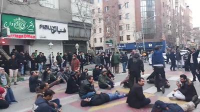 Protest-Derwische-400